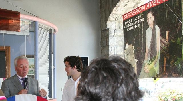 ceremonie-depot-affiches-ingrid-betancourt-1.JPG