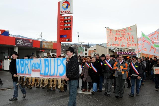 manifestation-agricluteurs-contre-le-loup-a-gap-024.jpg
