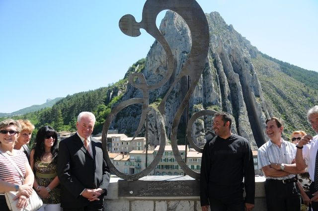 inauguration-statues-cycliste-benoit-de-souza-006.jpg