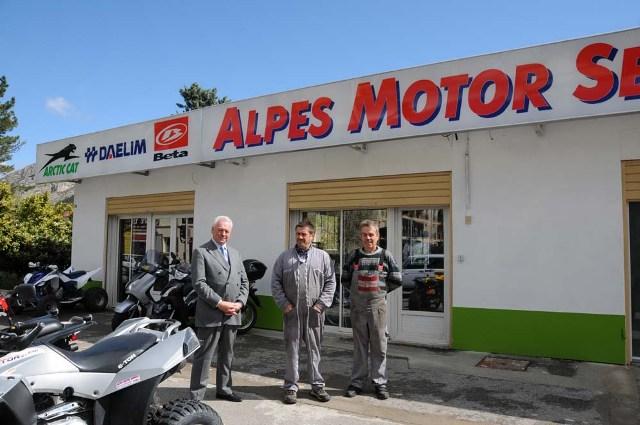 nouveau-magasin-alpes-motor-002.JPG