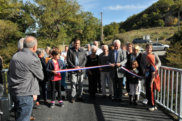 inauguration-pont-renove-papeterie-2.jpg