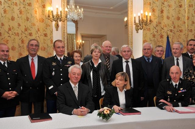 signature-convention-asso-maires-et-gendramerie-6.jpg