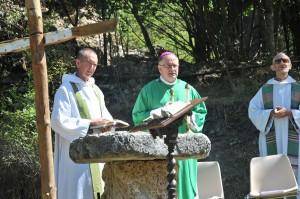 Cérémonie religieuse à Saint Geniez (25)