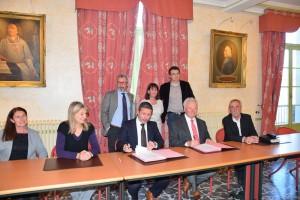 Signature convention Asso Maires et Dauphiné Média (3)