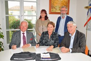 Signature Convention Asso Maires et Dauphiné Média (2)